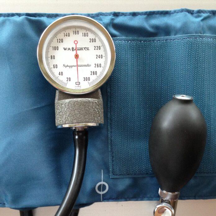 sphygmomanometer-915652